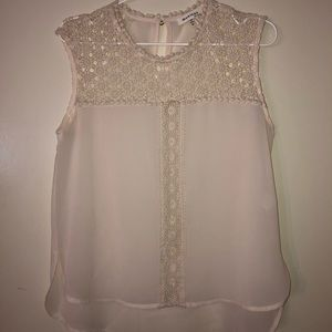 Blouse with flower lace details